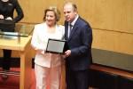 Zena Becker recebe homenagem do deputado Gelson Merísio. foto Fabio-Queiroz-Agencia-AL